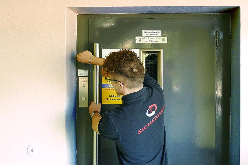 24-7 Sicherheit Bielefeld - Aufzugsbefreiung